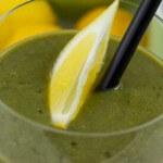 Ananas-Smoothie mit Brennnessel und Zitrone