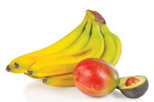 Zutaten für einen sämigen Smoothie: Banane, Avocado oder Mango