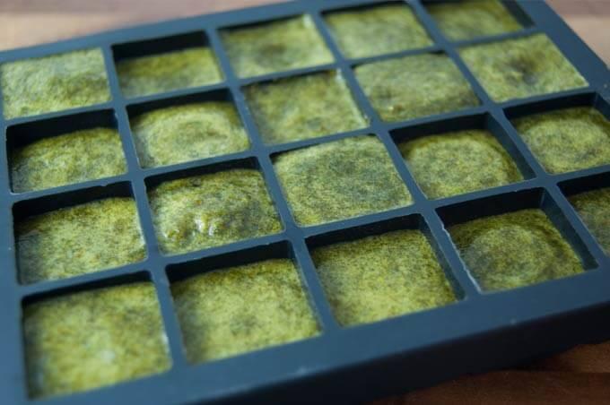 Grüner Smoothie in Eiswürfelform