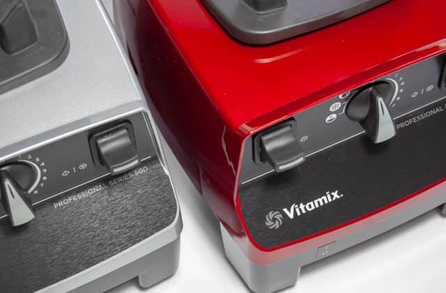 Die Korpusse von zwei Vitamix Pro 500 Standmixern