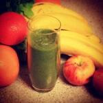 Grüner Smoothie mit Feldsalat und Obst