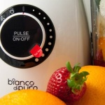 Bianco di puro Panda mit Obst für grüne Smoothies