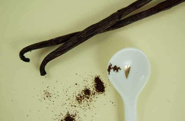 Vanillepulver und -schote