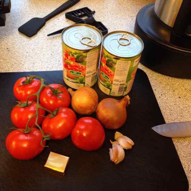Zutaten für Tomatensuppe im ThermoCook