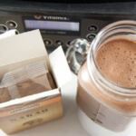 Vitamix The Quiet One mit fertigem Milch-Shake