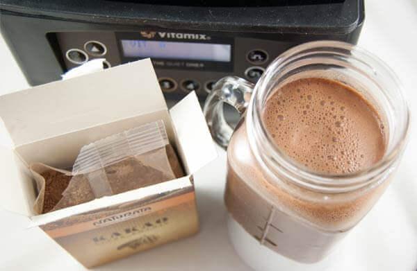 Vitamix The Quiet One mit fertigem Milch-Shake