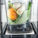 Vitamix The Quiet One mit Smoothie Zutaten