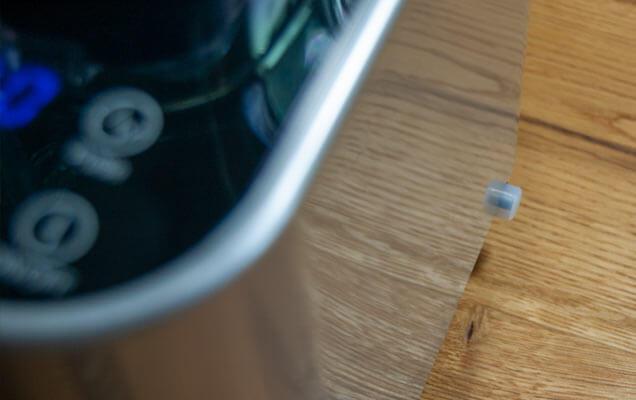 Ein-/Aus-Schalter an der Gehäuseseite